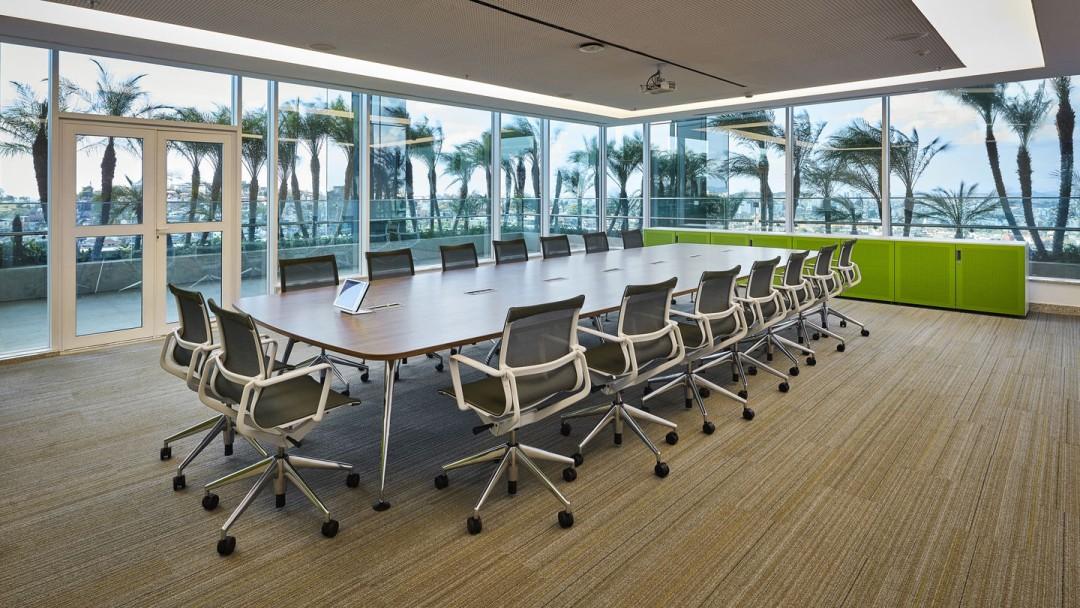 Möbel für den Konferenzraum und den Besprechungsraum